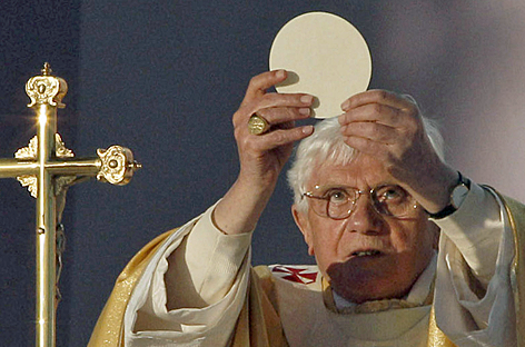 eucharist_BXVI_quies.png